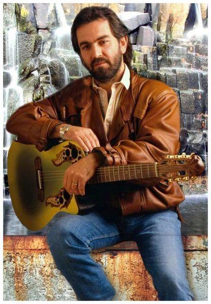 Marcel Dadi et une de ses guitares.