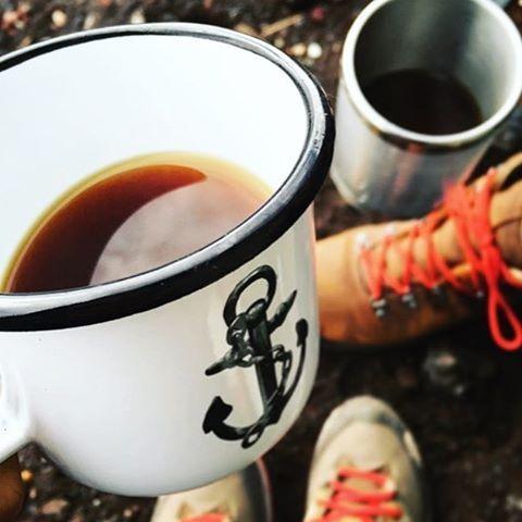 Adventure + Coffee + Lions & Cranes 🗻 ☕️ ⚓️ Mug captured by @yukitan130 at the top of Mt. Fuji in Japan 🇯🇵 #lionsandcranes #lionsocranes #enamelmug #emaljmugg #adventure #äventyr #coffee #kaffe #mtfuji #fuji #japan #design #svenskdesign...