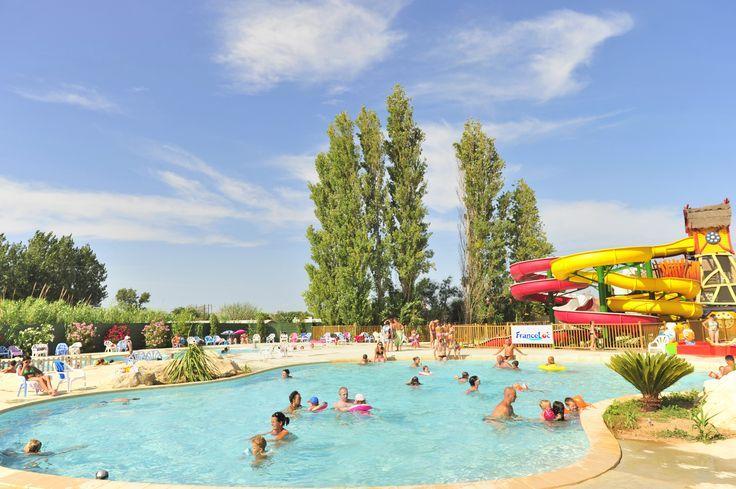Dans l'Hérault, à Marseillan plage, à seulement 800m de la mer, et 100m des commerces, le Camping Téorix vous propose des locations de mobil homes entièrement équipés.   Le centre aquatique du camping offre 2 piscines extérieures chauffées, 1 pataugeoire ludique pour les plus petits, 1 pataugeoire avec 1 toboggan pour les enfants et 3 grands toboggans !