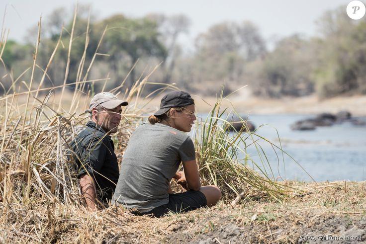 Laure Manaudou et Mike Horn dans À l'état sauvage (M6). Il sont partis dans la bande de Caprivi, en plein coeur de l'Afrique, dans la région du Zambeze entre la Namibie, le Botswana, la Zambie et l'Angola. 2017.