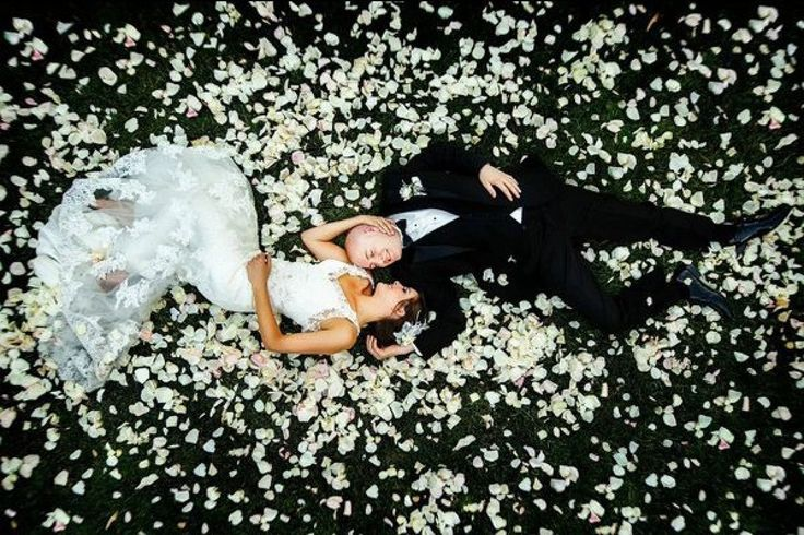 Surround yourself with rose petals for a romantic, unforgettable wedding photo | Michael Anthony Photography