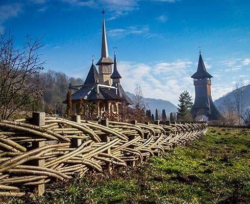 O plimbare prin curtea Mănăstirii Bârsana - galerie foto
