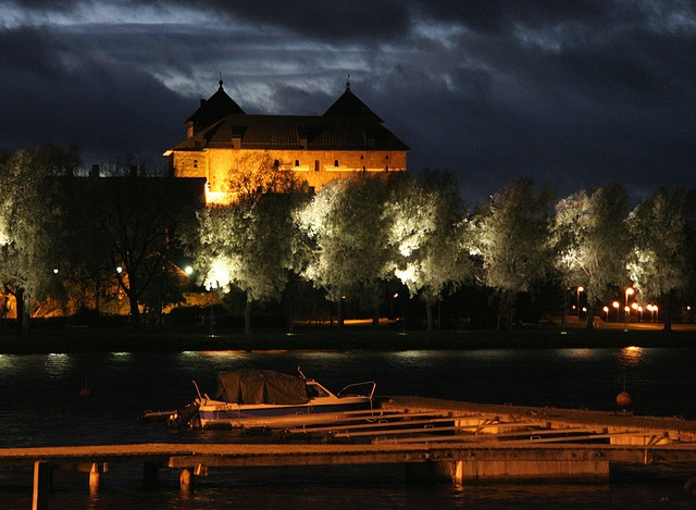 What a beautiful picture of Hameenlinna, my old hometown, lived right by the castle. Sigh!