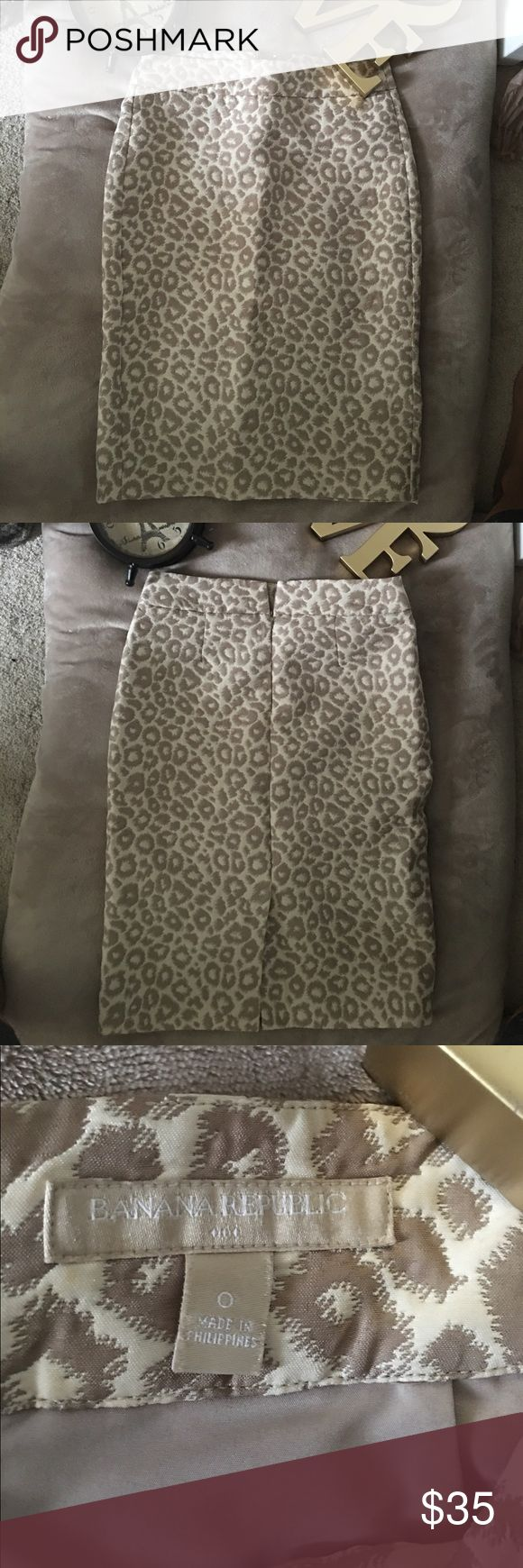 Banana Republic Leopard Print Pencil Skirt Never worn, but so cute!! Hits below the knee and Is very flattering. Banana Republic Skirts Pencil