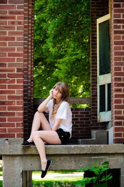 senior poses - fun teen pose idea #poses