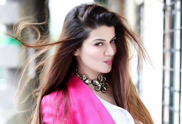 15 Hot & Sizzling Photo's of Kainaat Arora | Grand Masti Fame