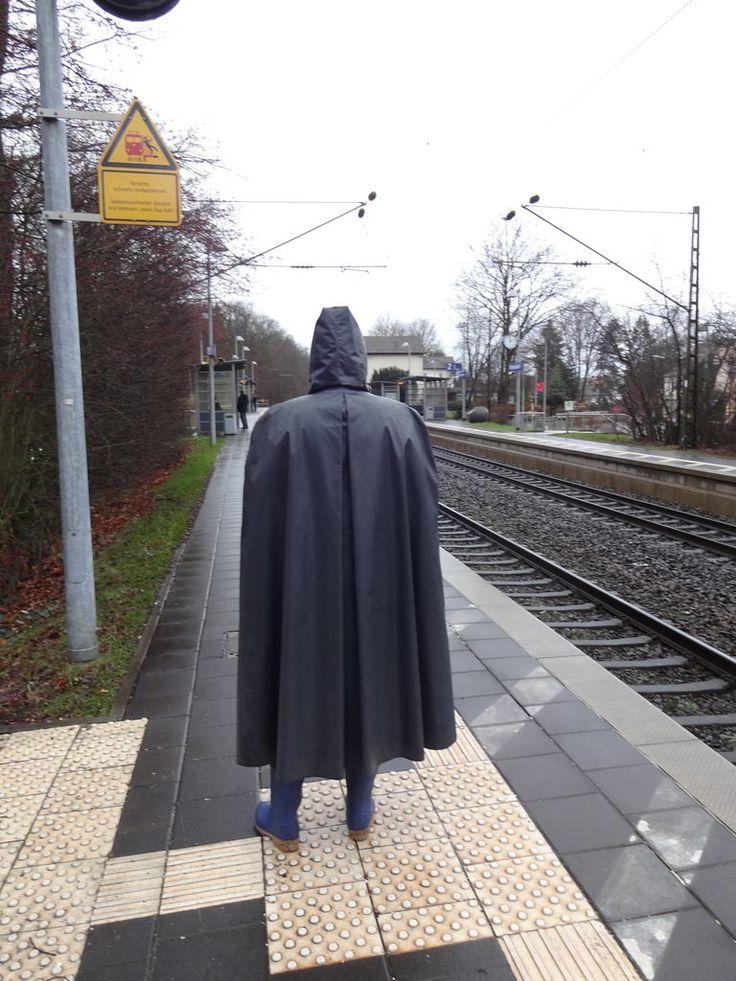 am Bahnsteig in Unterasbach. Gleich kommt die S-Bahn zurück nach Nürnberg