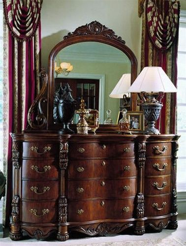 Pulaski Edwardian Bedroom Dresser And Mirror Set