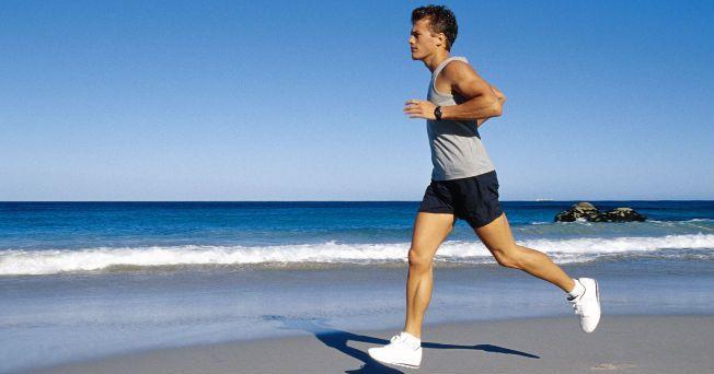 El ejercicio es un muy importante para la vida, debido a que otorga muchos beneficios a la salud y bienestar del ser humano. En la actualidad correr es uno de los deportes más practicados en todo el mundo, por individuos de todas las edades. De acuerdo con algunos especialistas, correr tonifica tu cuerpo, elimina las grasas, mejora el sistema cardiovascular, estimula la agilidad y resistencia, así como promueve el equilibrio mental. Esta actividad es una de las más simples y completas, al no…