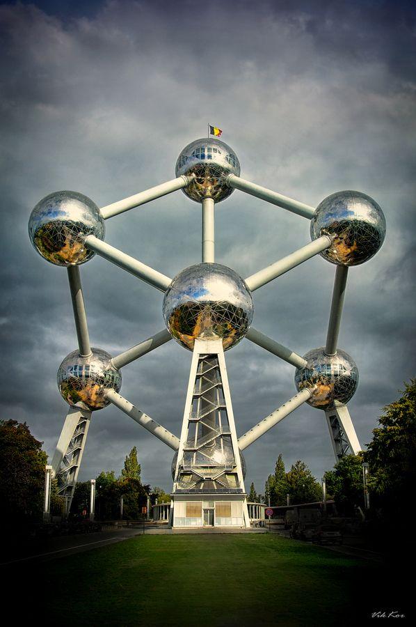 """El Atomium en Bruselas."" Viktor Korostynski."