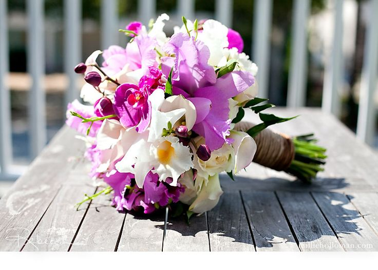 Simply divine bouquet of orchids ... this puppy would not be cheap using catalaya and phalaenopsis orchids, but it sure is pretty.