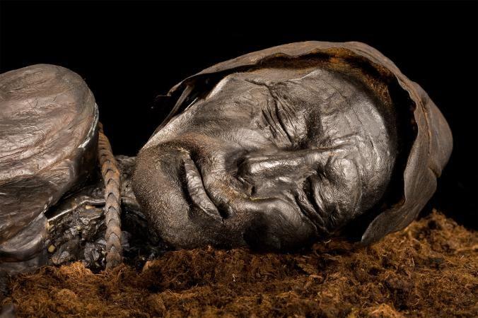 Uma foto do homem Tollund, um corpo encontrado em um pântano dinamarquês.