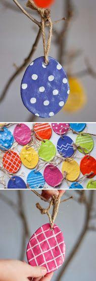 Látványos húsvéti dekoráció: színes tojások szárított sógyurmából | Életszépítők