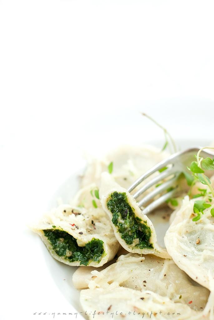 Pierogi ze szpinakiem. / Dumplings with spinach.