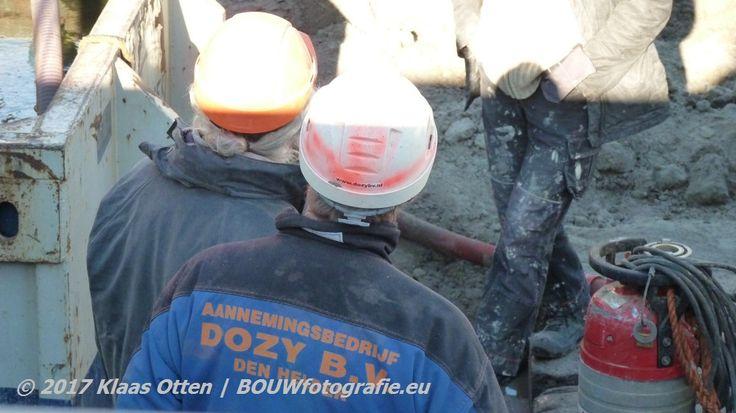 De timmermannen van aannemingsbedrijf Dozy B.V. een van de trouwste groep kijkers van deze facebookpagina! 😉👍 || www.facebook.com/bouwbedrijfweblog