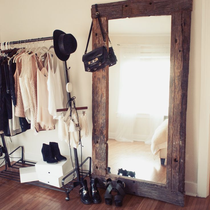 Oversized mirror.... I really want this love it!