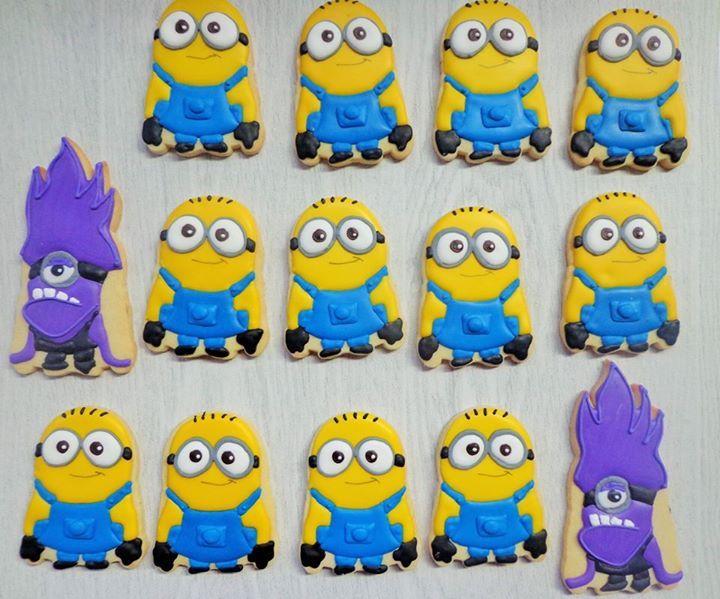 Minion decorated sugar cookies including evil minion.  Galletas decoradas.