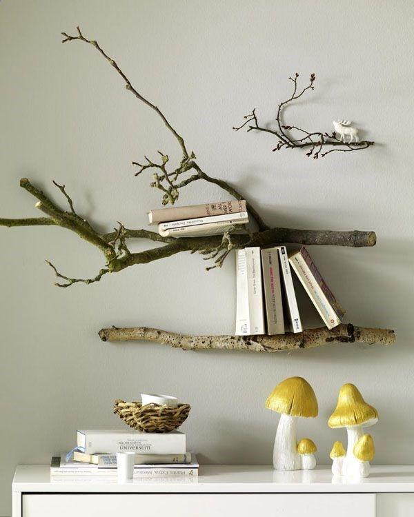 estantería  con rama de árbol - decoración