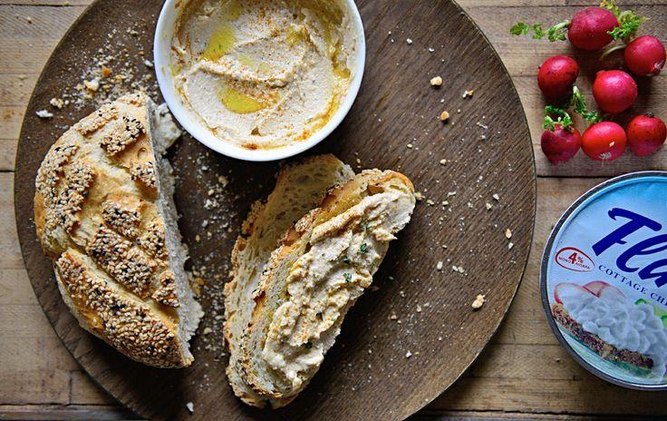 Υλικά :  225 γρ Flair Cottage Cheese   1 κ/σ μηλόξιδο   1/2  κ/γ θυμαρι φρέσκο   150 γρ λευκά φασόλια σε κονσέρβα στραγγισμένα    Αλάτι πιπέρι   2 κ/σ ελαιόλαδο   Καπνιστή πάπρικα