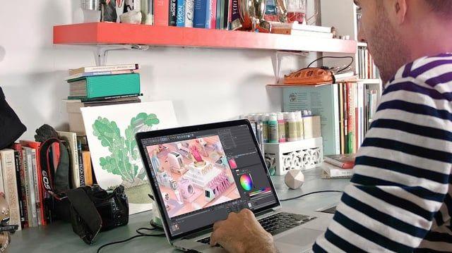 Ir al curso: http://bit.ly/1Y4rYac – Otros Cursos de Domestika: http://bit.ly/1OcAYV6  Anima piezas de Broadcasting con Cinema 4D, After Effects, Arnold Render y Photoshop.   Fabio Medrano, especialista en Animación y Motion Graphics, te enseñará a crear una cortinilla corporativa o ID de Televisión con Cinema 4D, Arnold Render y Photoshop.  Conocerás los principios de la animación, así como trucos de realización audiovisual, composición plano a plano a plano, iluminación y postproducc...