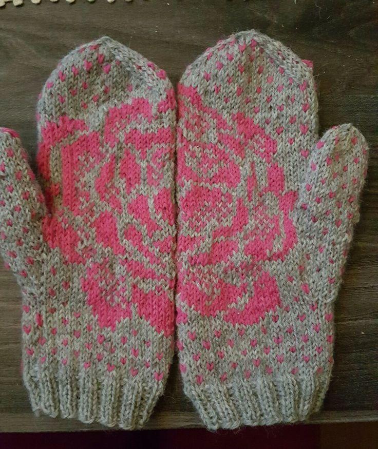 Flower mittens pattern by Lumi Karmitsa knitted by me
