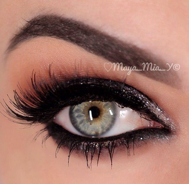 Roaring 20's makeup.     LOVEEEEEEE ITTTTTTTTTT.  that eyebrow game is so on point, its insane!