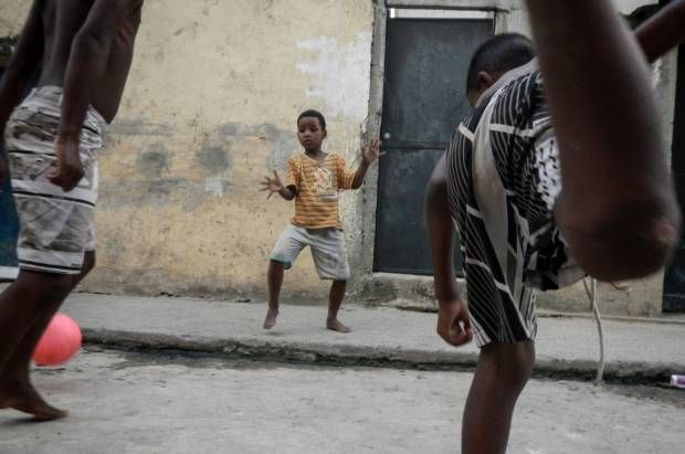 Sepak Bola dari Mata Anak-anak Kota Tuhan Brasil