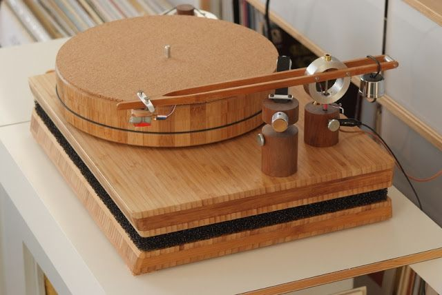 Diy turntable done with ikea wood elements turntables for Record case ikea