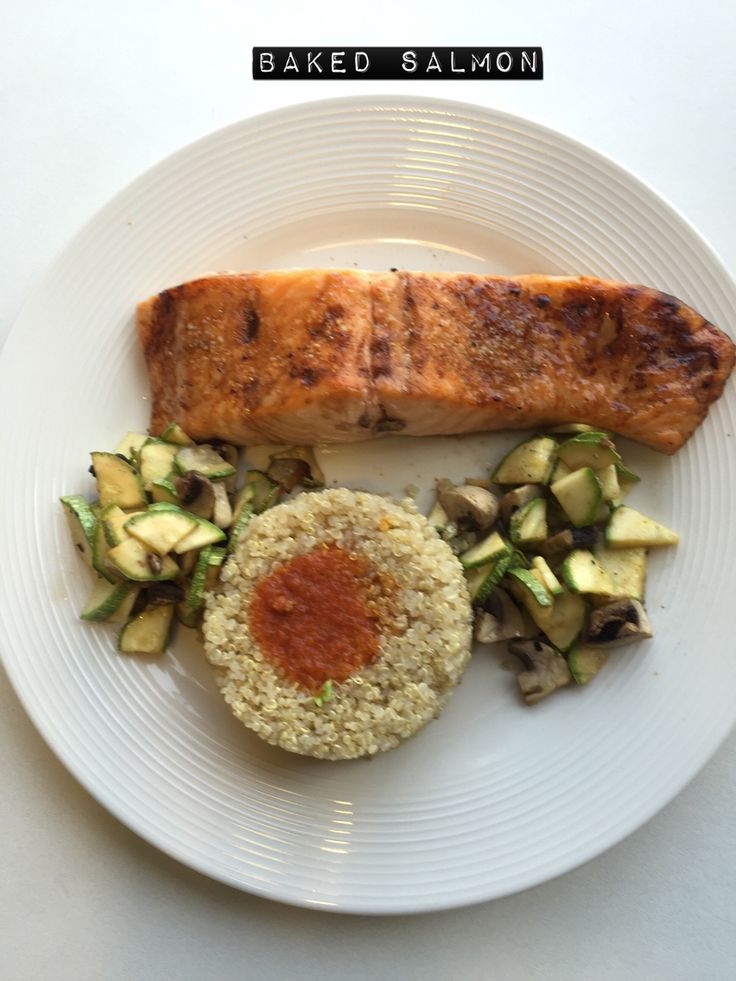 ❤️ Baked salmon,zuchinni,mushrooms with a lovely quinua