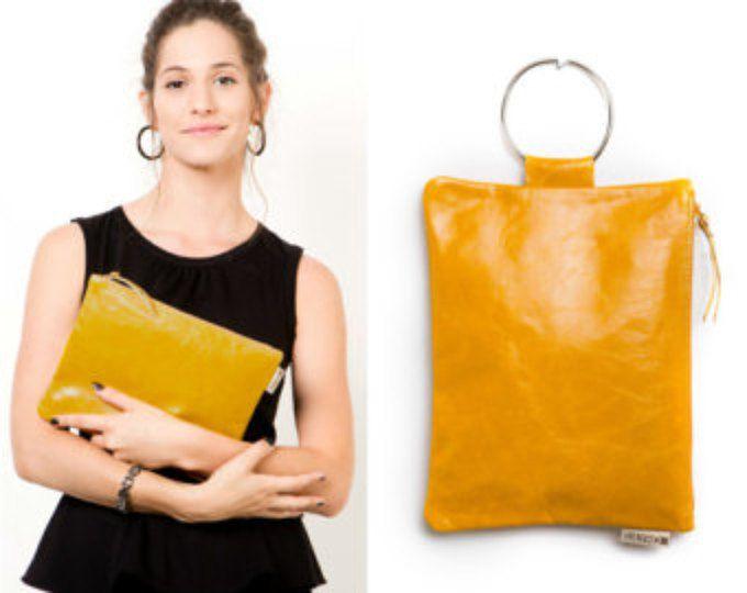 Cinturino in cuoio di cuoio giallo borsa - borsa da sera - pochette - Pochette in pelle senape - metallo anello in colore nichel - astuccio in pelle con cerniera
