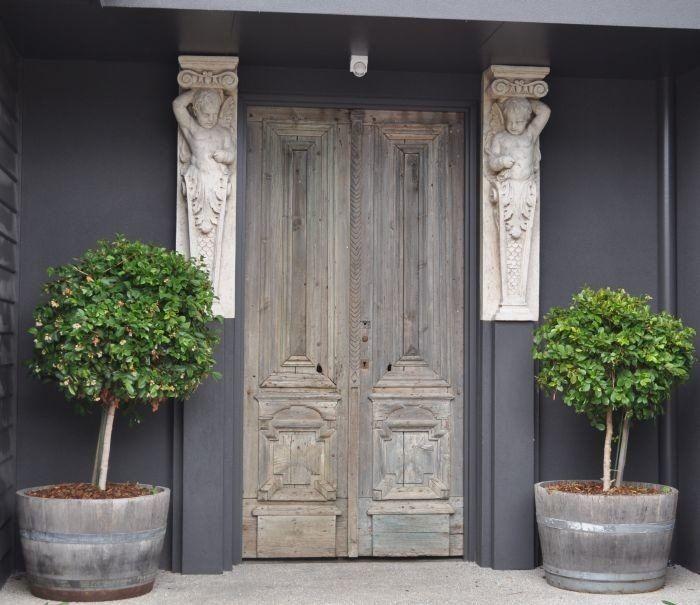 Wood and Stones Antieke deuren - Specialist in hout, natuursteen en antieke bouwmaterialen