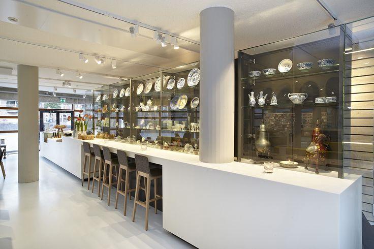 Museum interieur bar horeca vitrines op plaat himacs bar for Interieur horeca