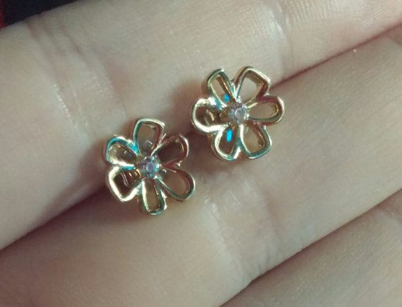 Check out this item in my Etsy shop https://www.etsy.com/ca/listing/458724318/flower-shaped-studs