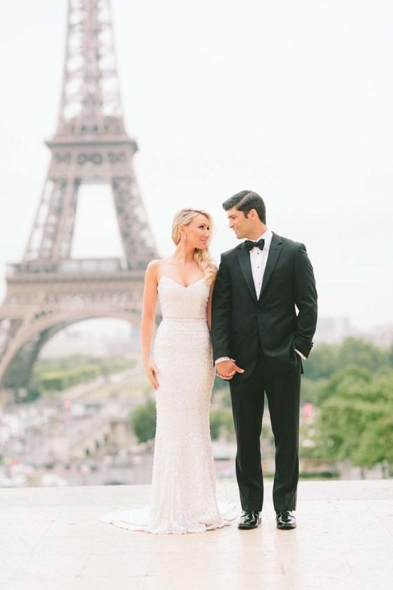 Dreamy Parisian elopement: http://www.stylemepretty.com/destination-weddings/france-weddings/2016/03/09/classic-romantic-paris-elopement/ | Photography: French Grey - http://frenchgreyphotography.com/:
