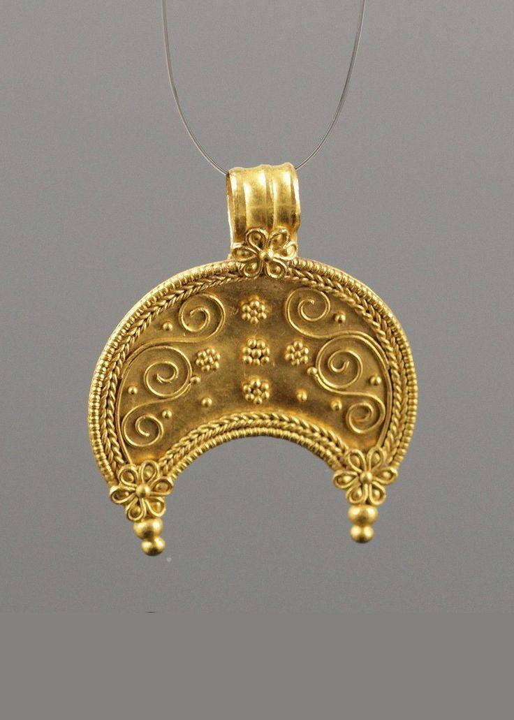 ANCIENT ROMAN GOLD LUNA PENDANT - CIRCA 2ND C AD