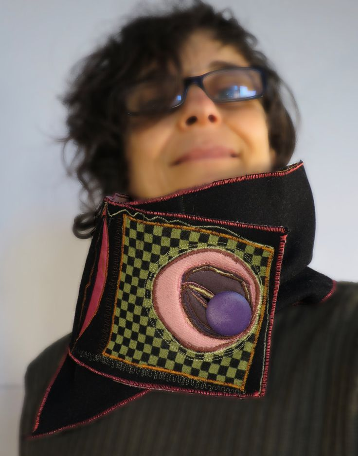scalda collo funky,sciarpa con bottone,nero rosa verde acido,fascia di lana nera,upcycled sciarpa,stoffa riciclata,sciarpa a quadretti,rosa di decorandom su Etsy