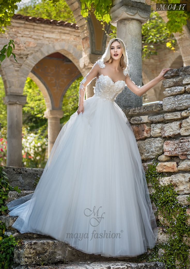 Daca iti doresti ca nunta ta sa fie regala, atunci aceasta rochie de mireasa stil printesa cu imprimeuri 3D si perle aplicate manual este perfecta pentru tine.