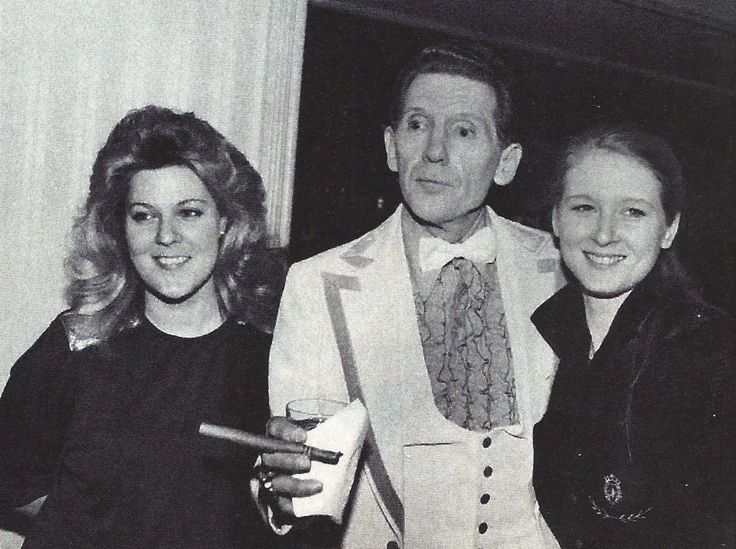 Jerry Lee Lewis in 1986 when he was 50, with his 6th wife Kerrie Lynn, 23, and his daughter Phoebe 22, (right) in New York at the Waldorf Astoria when he was one of the first inducted into the Rock and Roll Hall of Fame.