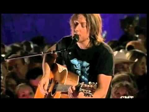 ▶one of the songs Tim sang at our wedding:  Keith Urban Your Everything - YouTube