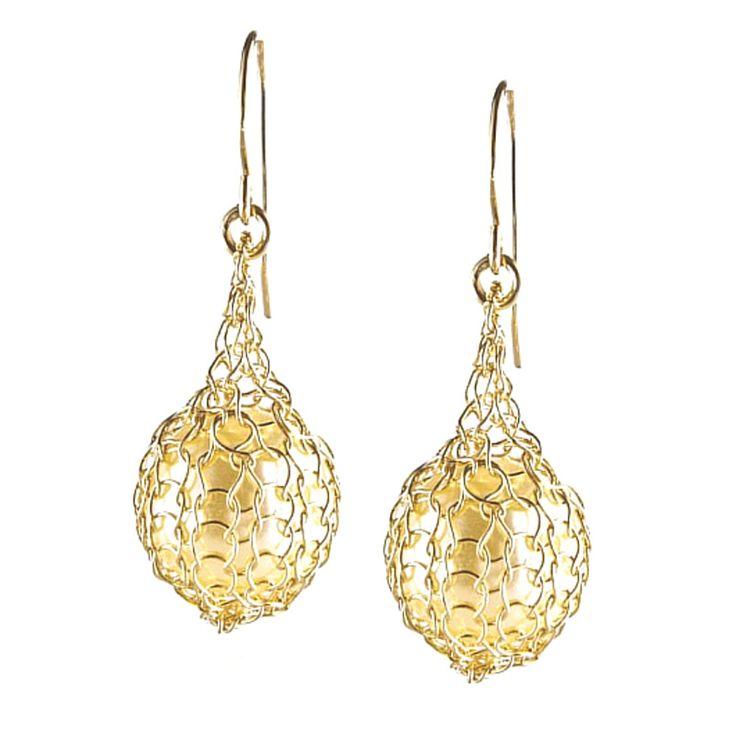 Wire crochet earrings - Pearl jewelry - Faux perk earrings in Gold