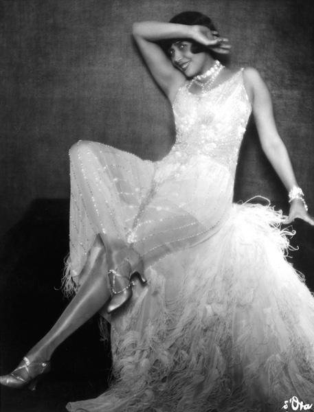 La Mistinguett, eigentlich Jeanne Florentine Bourgecis, französische Sängerin, Tänzerin und Revuestar, 1920er Jahre