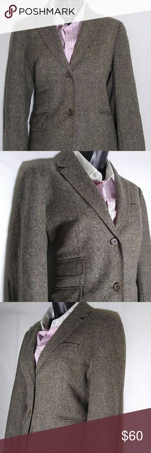 J CREW Beige Tweed Blazer Size 4 J CREW Women's beige tweed blazer with Leather elbow patches, and a center vent.  This blazer is a size 4.  This J CREW Blazer is in excellent condition. J CREW Jackets & Coats Blazers