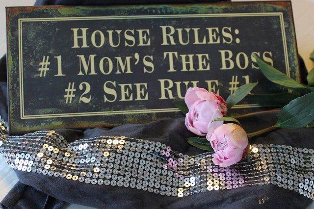 House Rules    Det er vigtigt at have nogle enkelte og helt klare husregler, som fx dem vi har hos os;-)    Fotograferet på Burn Tørklædet fra Tankestrejf: http://www.tankestrejf.dk/burn-toerkaede-dkgreysilver.html