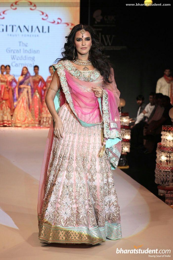 Bridal lehenga, reception lehenga, Neha Dhupia Walks the Ramp for Gitanjali Jewellers at IIJW 2013