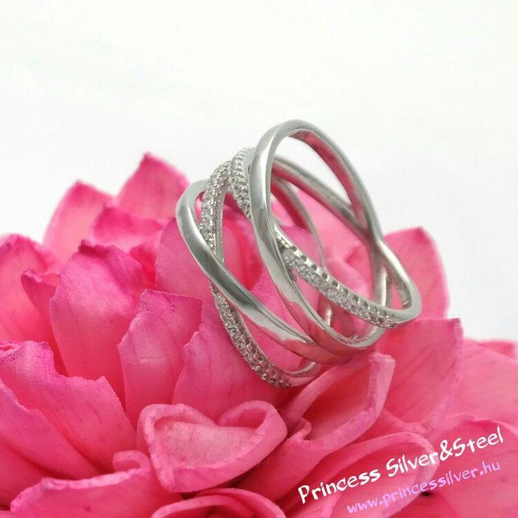 Elegáns ezüst gyűrű, foglalt cirkónia kristályokkal. 💎  www.princessilver.hu