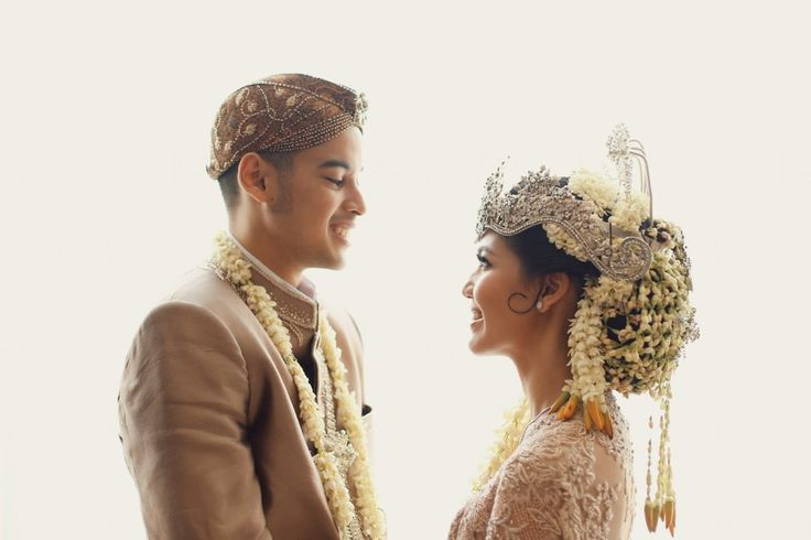 Pernikahan sunda dengan kebaya by Vera Kebaya - www.thebridedept.com