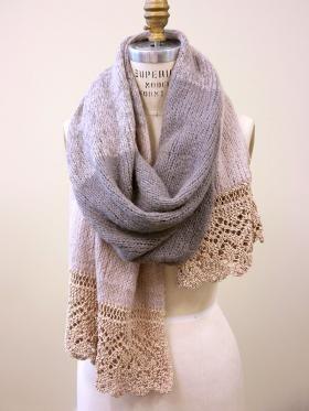 Широкий шарф с ажурной каймой