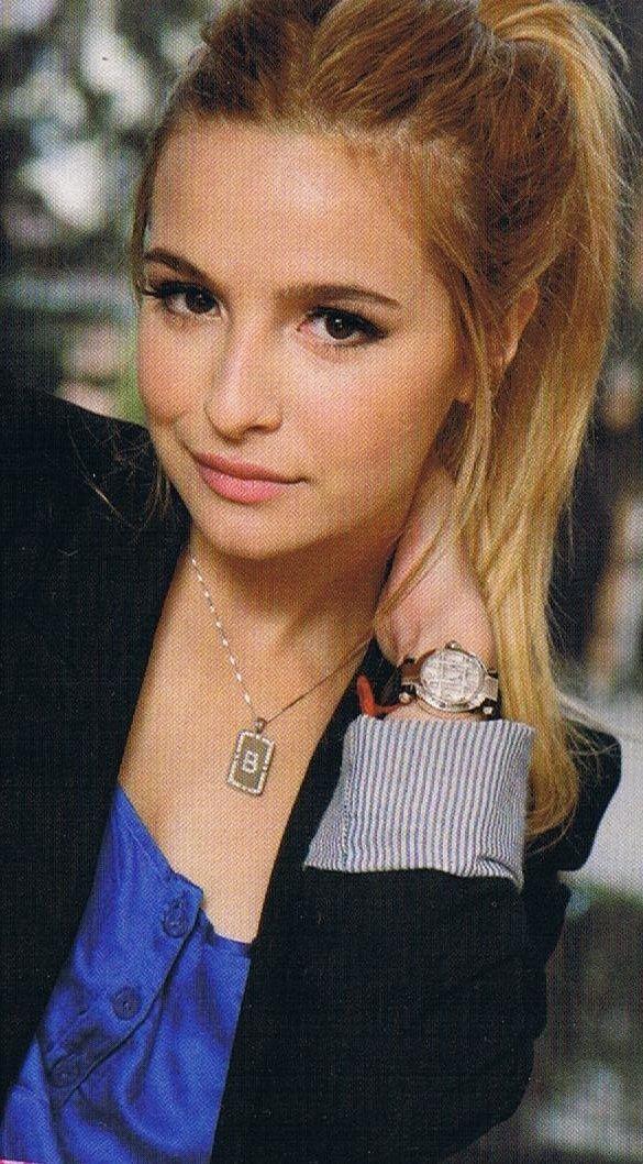 Brenda-Asnicar actriz ,modelo y cantante Argentina