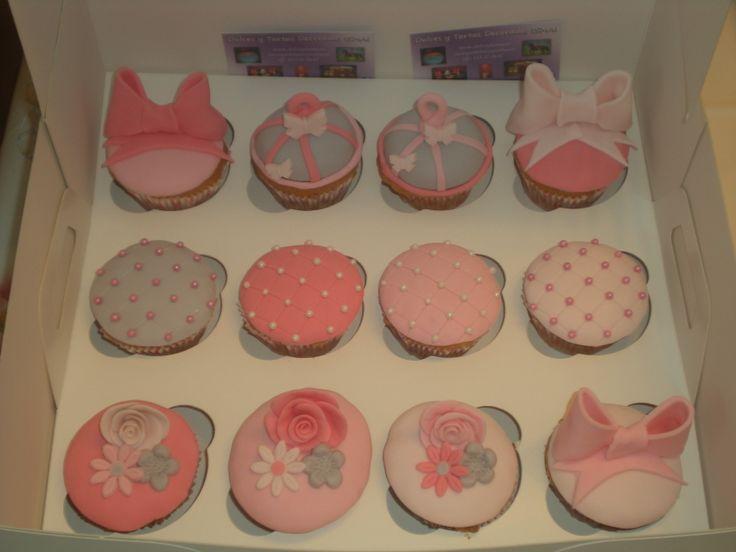 Cupcakes como regalo de Prótesis Dental Aplicada Jose Ignacio Gómez Iranzo! Todas decoradas con los colores de su logo!