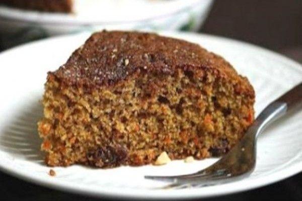 Λαχταριστό και ζουμερό κέικ με τριμμένα καρότα για το πρωινό σας.